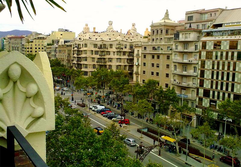 El Ensanche (en catalán y oficialmente L Eixample) es el nombre que recibe el  distrito segundo de la ciudad de Barcelona ee9e9d3261b