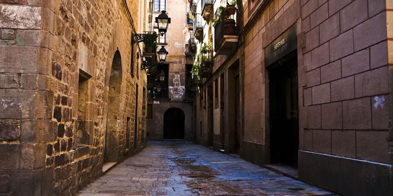 Recorriendo el Barrio Gótico de Barcelona